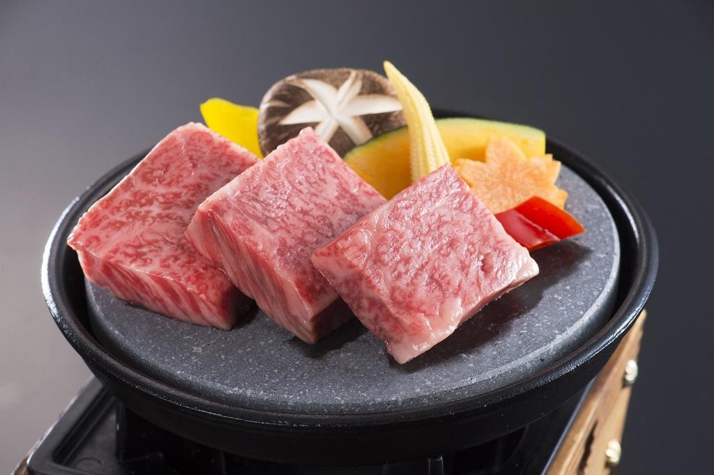 プラス一品「松阪牛石焼き」付き