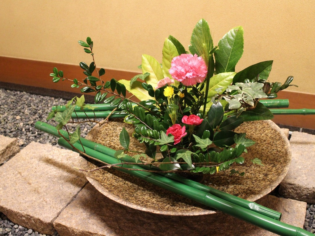 館内の季節の生け花