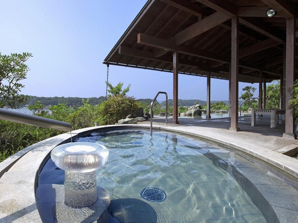 開放感満点の庭園露天風呂