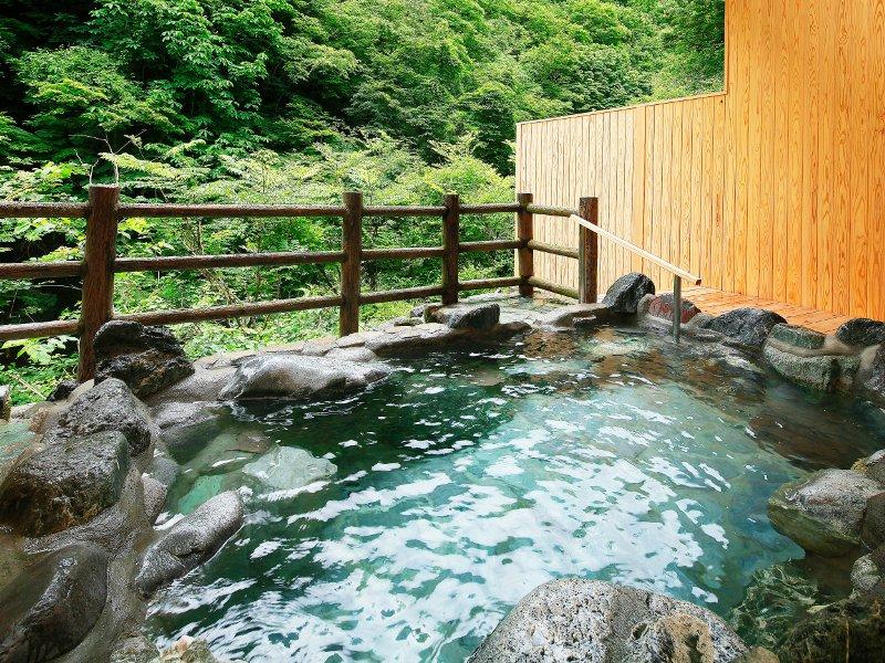 露天風呂から望む湯西川渓谷
