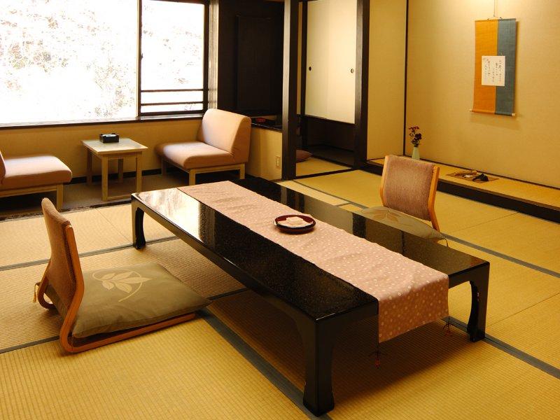12.5畳の広々和室「春の花見館」から望むパノラマ絶景