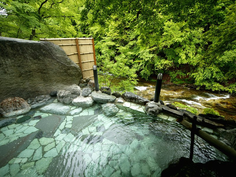 露天風呂でのんびりと♪自然あふれる湯西川温泉の情景を満喫