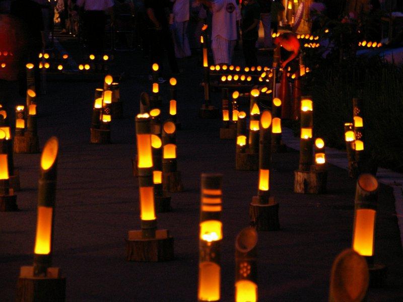 竹の宵まつり(7/7〜7/30 金・土・日・祝)ろうそくに火が灯る