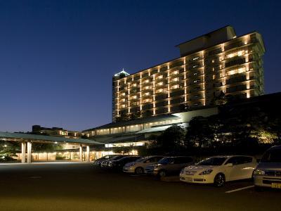 ■ 夜のホテル花水木 ■<br>周りに高い建物がないので、ひときわ美しく輝いて見えます。