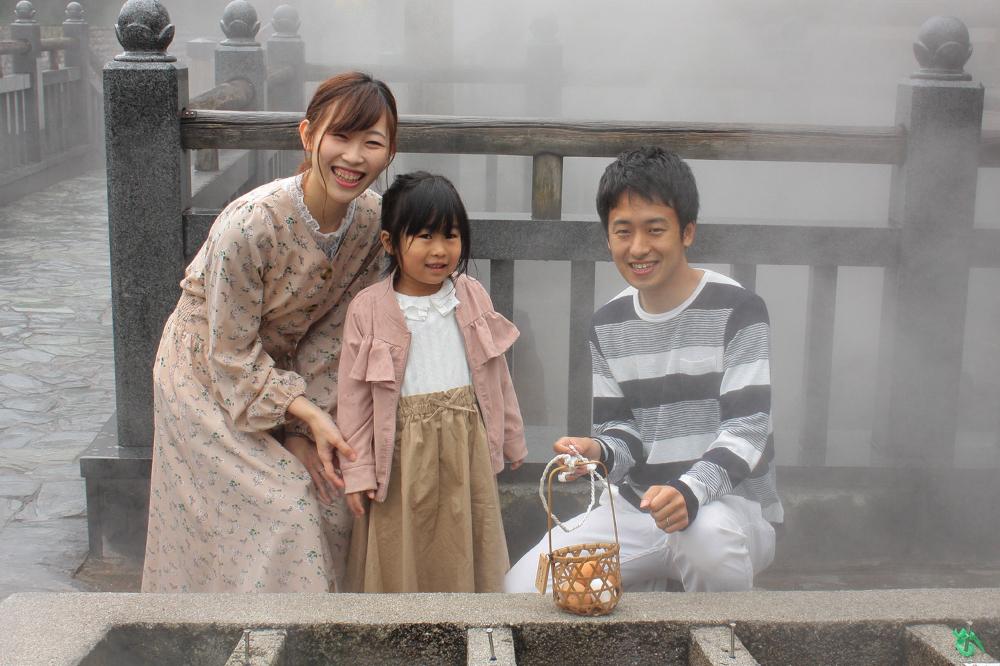 家族で温泉街を散策