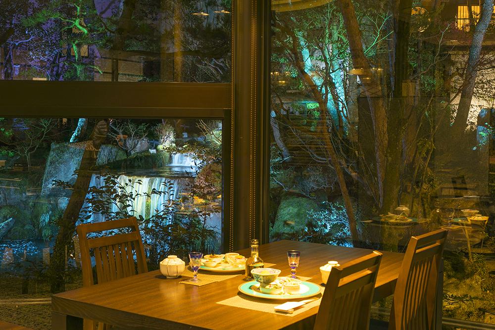 ライトアップとともに 夕食事会場はなみずき イメージ