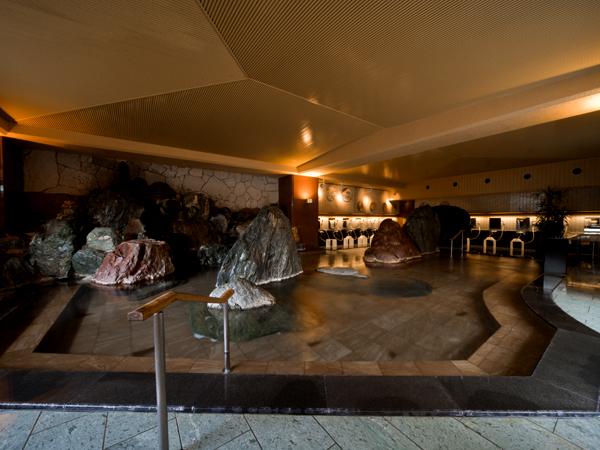 大浴場「滝見の湯屋」内湯