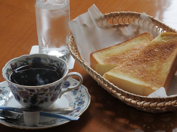 源泉豆を使用したブレンドコーヒー&地元パン屋さん自慢のトースト