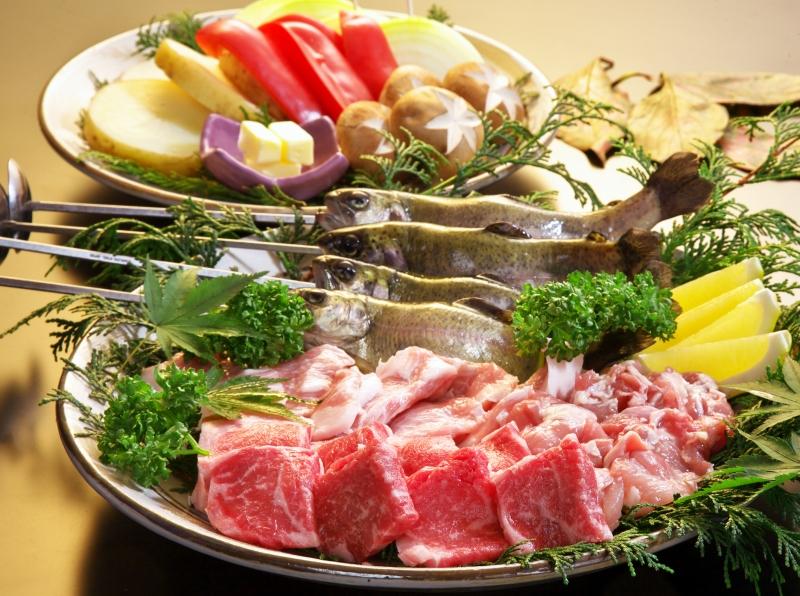 上州牛・やまと豚・赤城鶏・箱島鱒、旬の野菜を囲炉裏焼会席
