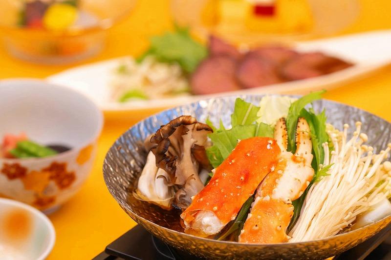 タラバ蟹・金目鯛・地鶏・旬菜の入った山海鍋会席