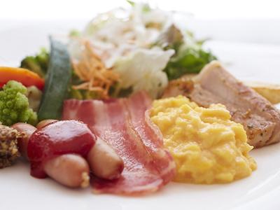 4月よりリニューアルした好評の「和洋朝食バイキング」