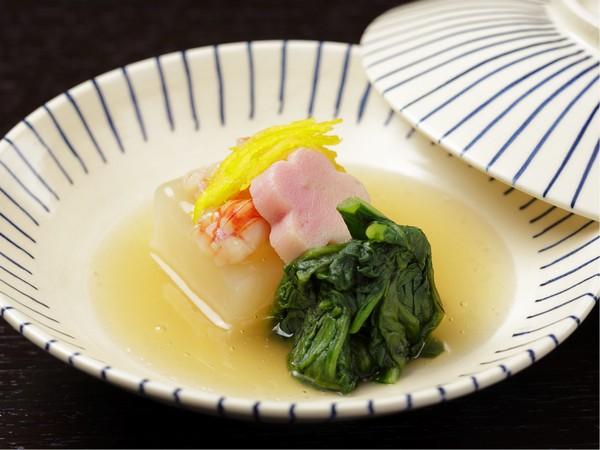 見た目にも美しい、花山椒のお料理 ※お料理はイメージです