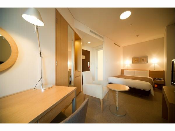 パリのデザイナーが設計した個性的な間取り。ベッドはシモンズ製のセミダブル。