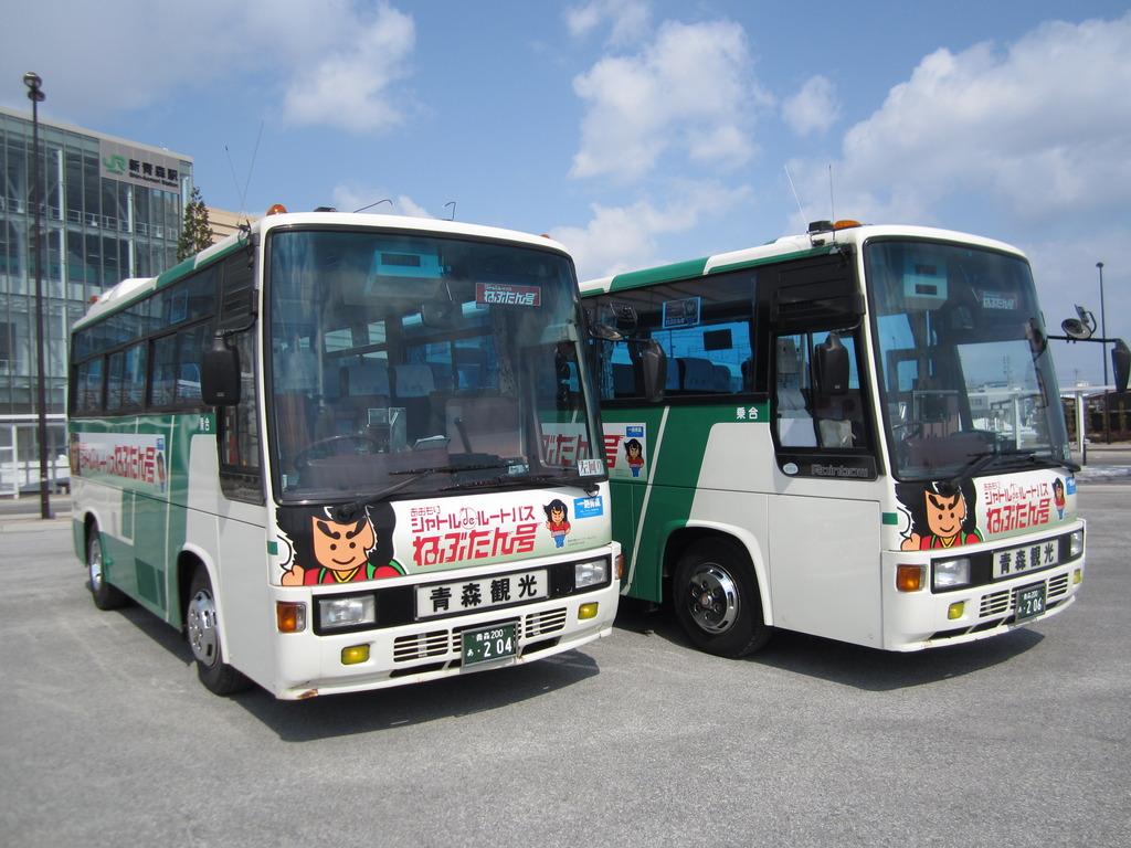"""青森市内を巡る観光ルートバス""""ねぶたん号"""""""