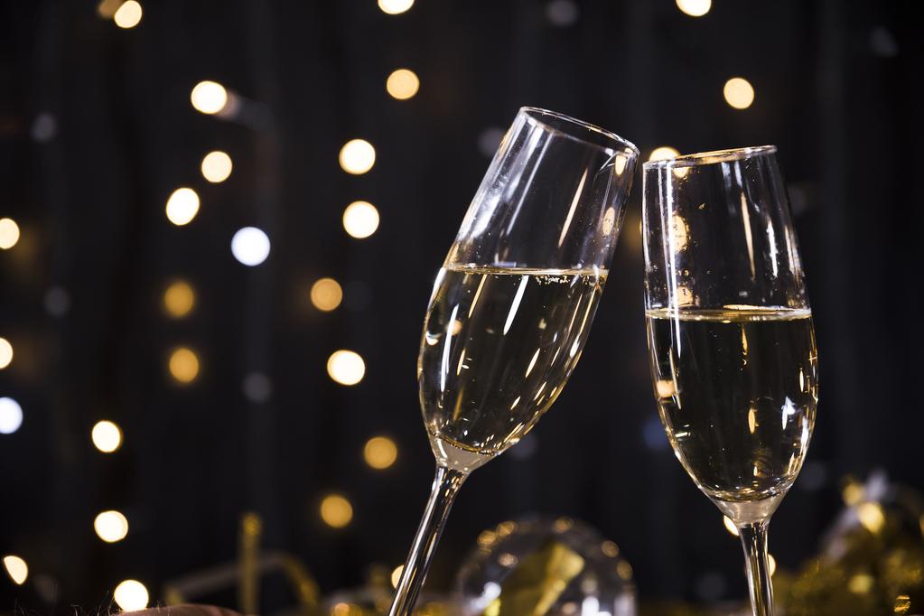 特別な夜にスパークリングワインをホテルからご用意。