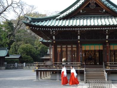 初詣は当ホテルから徒歩10分の由緒ある「三嶋大社」へ是非どうぞ。
