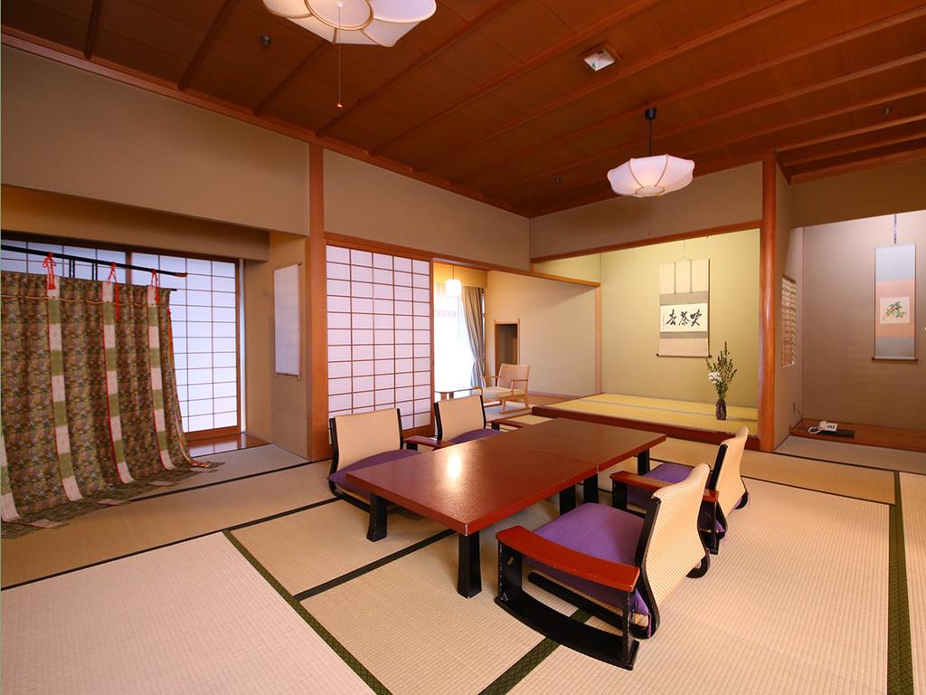 【源氏別館】17畳の広い本間に8畳の副室と前室を備えたゆとりのある京風数寄屋造りの客室