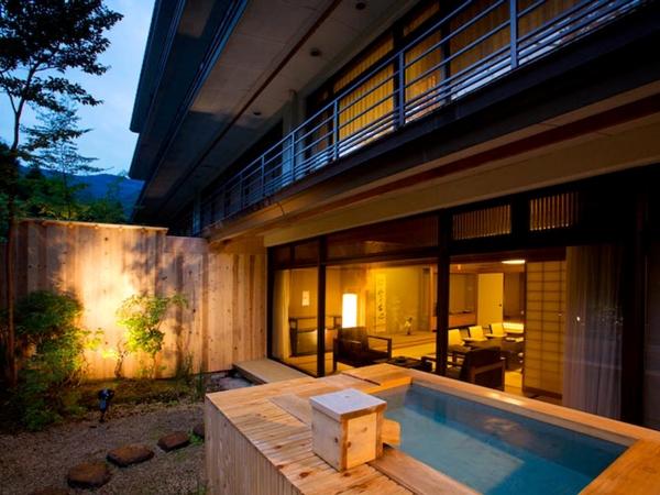 山翠楼最高客室【桃山第】露天風呂付和洋室。人気のお部屋なので、ご予約はお早目に