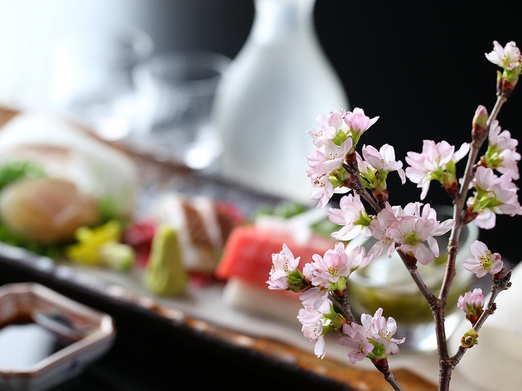 【春の懐石】お造りは相模・駿河湾の地魚や、全国から選び抜いた旬の魚介を盛り合わせ。