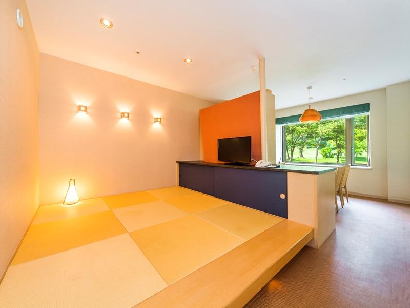 畳コーナーの奥にキッチンがあります。壁を挟んで隣は洋室ベッドルーム *間取り一例