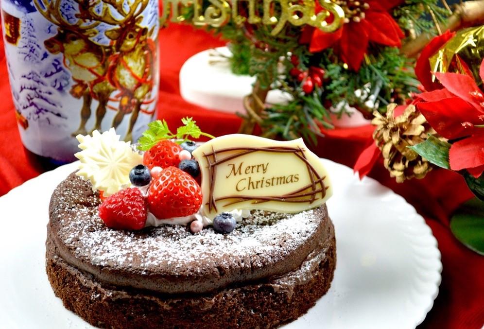 今年のケーキはラズベリーと苺のムース♪♪
