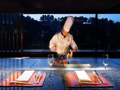 湯宿では珍しい鉄板焼ディナーをお楽しみいただけます。