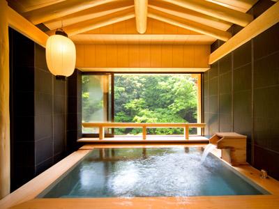檜のぬくもりと香りが心地よい貸切風呂「小春」