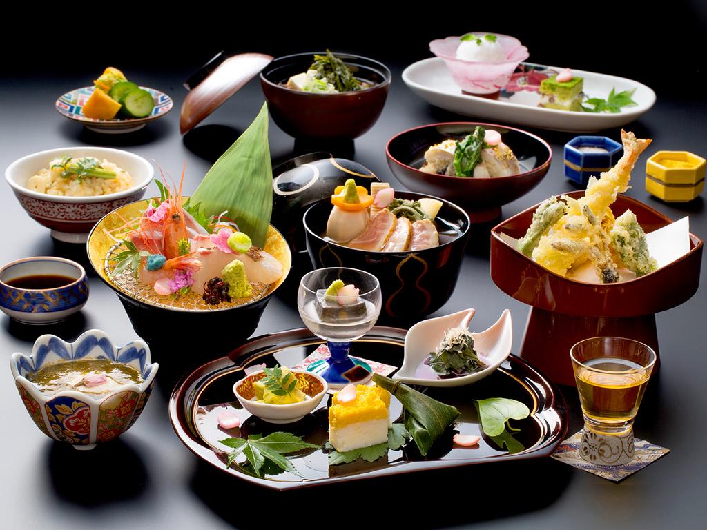 ご夕食はレストランにて、「加賀会席・煌」をご用意致します。