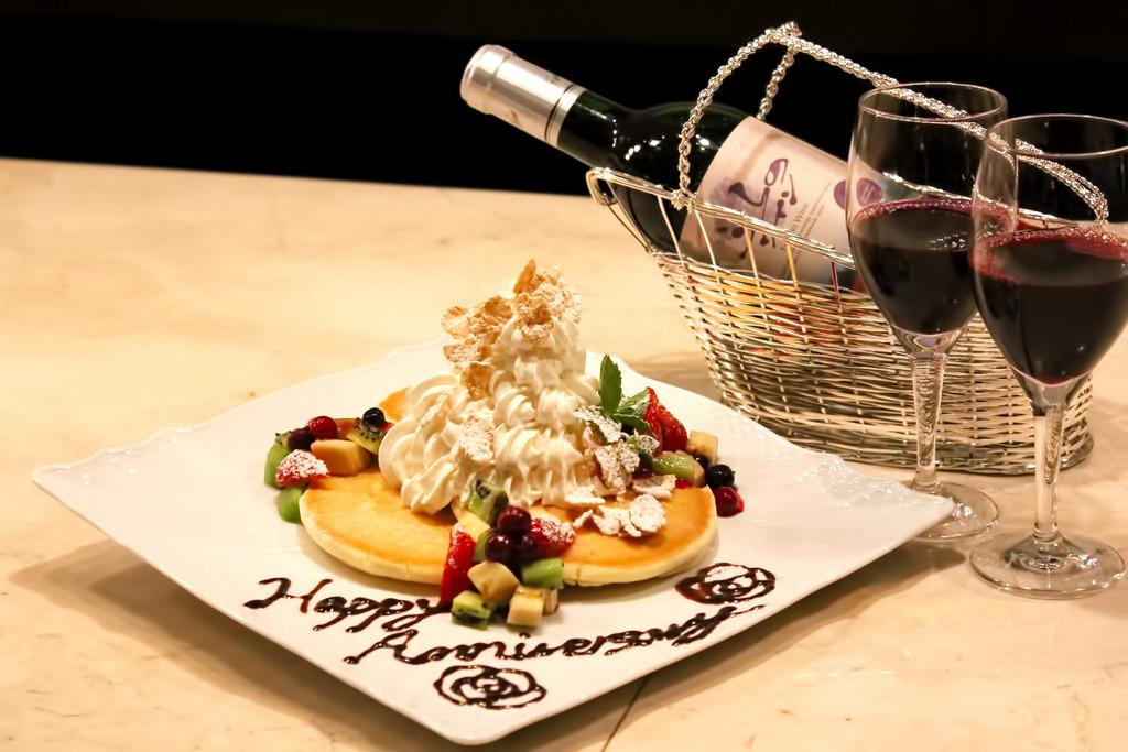 ふらのワインと自家製ケーキで記念日に乾杯☆(イメージ)