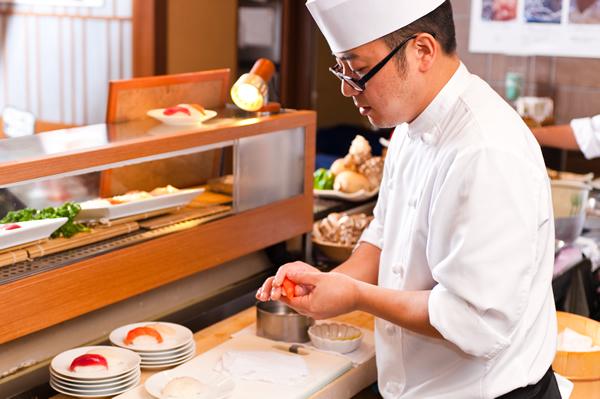 ディナーはなんと握りたてのお寿司が食べ放題!しあわせ♪