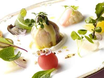 前菜 川奈港産鮮魚のサラダ仕立て 自家製のピクルスを添えて