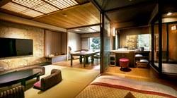 *2016年7月リニューアルの露天風呂付客室「山水雪月華」の客室例。