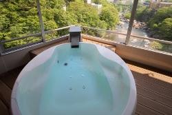展望風呂付特別室「はんなり」Cタイプは、ジャグジー風呂。しかも温泉です。