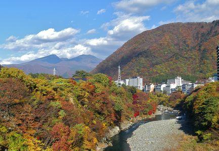紅葉に彩られる鬼怒川温泉(11月上旬〜11月中旬)