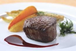 ご夕食メインは豊後牛フィレ肉のステーキ