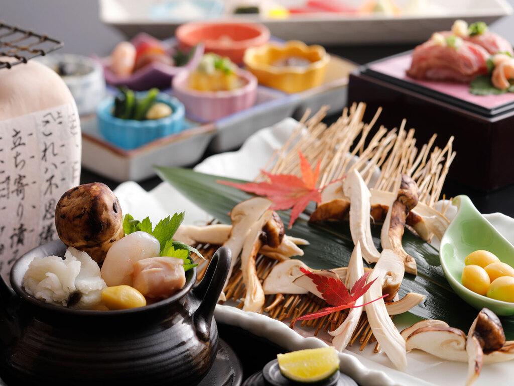 旬の味覚満載!メインの松茸は炭火焼でも召し上がれ(イメージ)