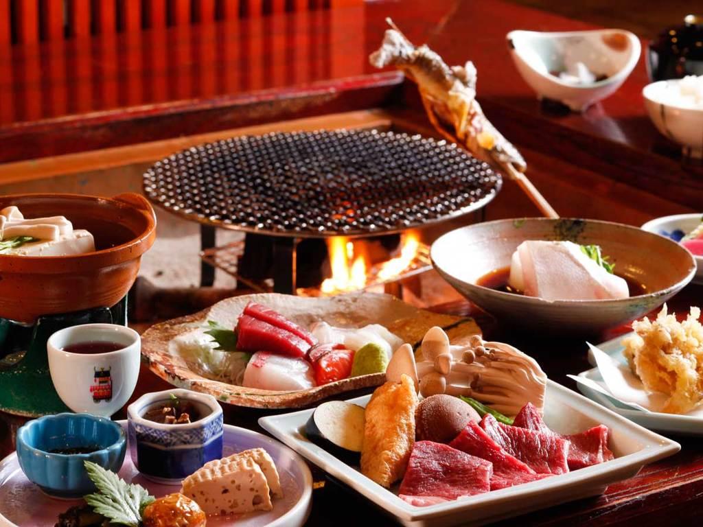遅い時間の夕食OK!囲炉裏でほっこりお食事を♪(写真はイメージ)