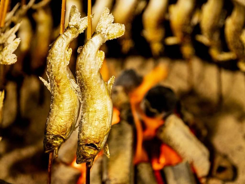 炭火でじっくり焼いた鮎は骨まですべて美味しい♪