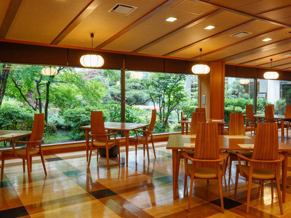 日本料理「緑亭」店内
