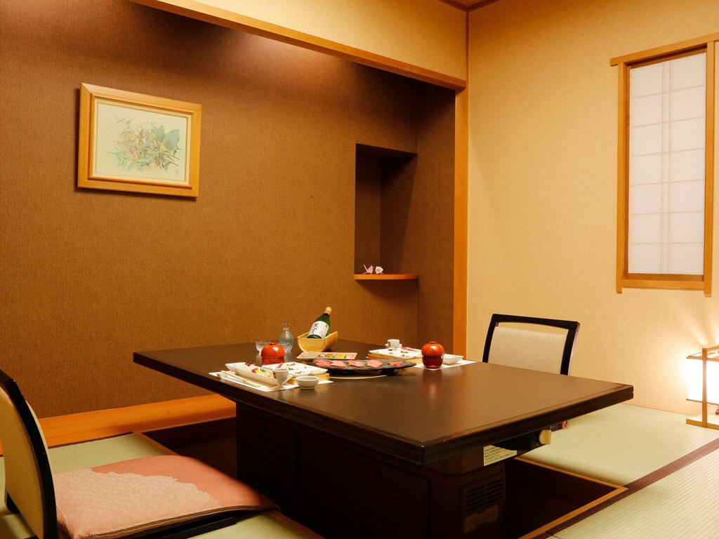 日本料理「緑亭」桟敷席でのお食事