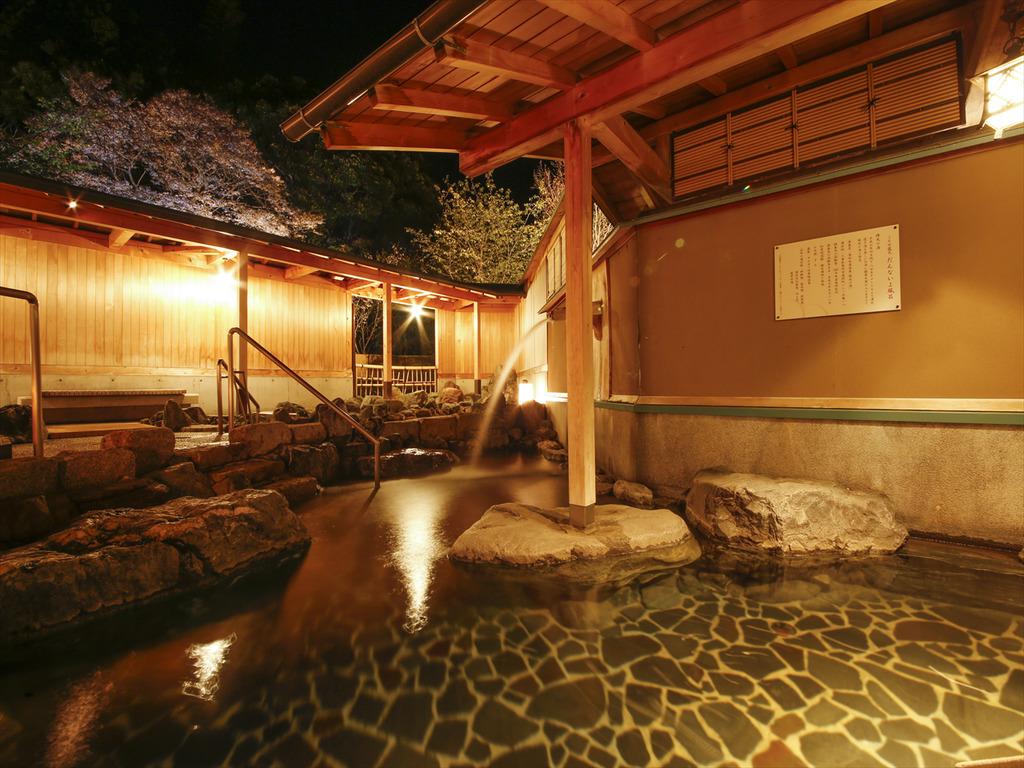 伊勢志摩随一の評判の露天風呂でございます。