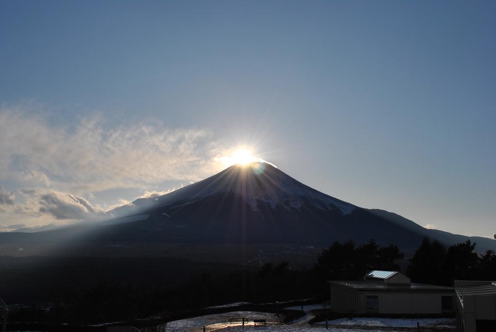 冬の風物詩!神秘的なダイヤモンド富士をご覧ください。