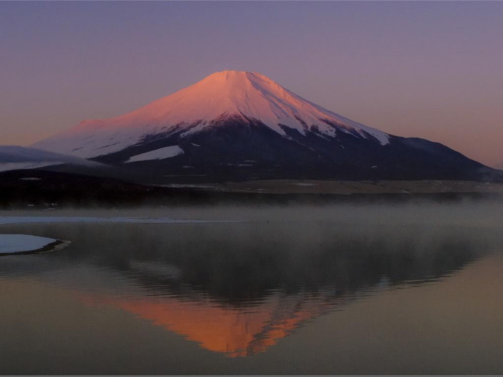 富士のシルエットとイルミネーション