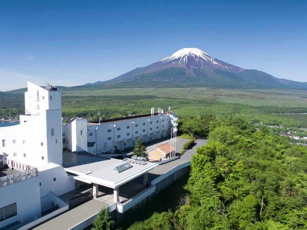 ドローン空撮 ホテルと富士山