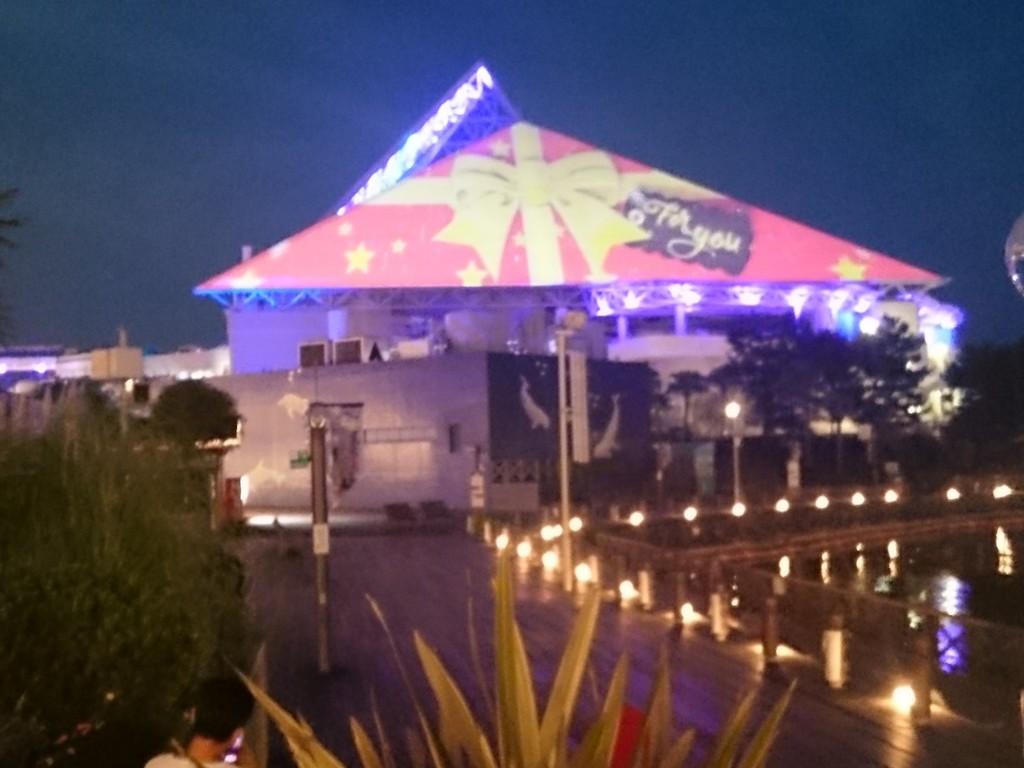【スカイライトマジック】高さ52mの「光のピラミッド」が魅せる光の映像ショー