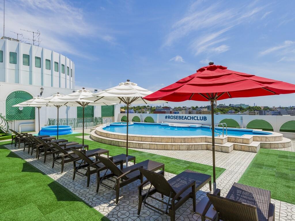ホテル屋上プールは無料でご利用いただけます。