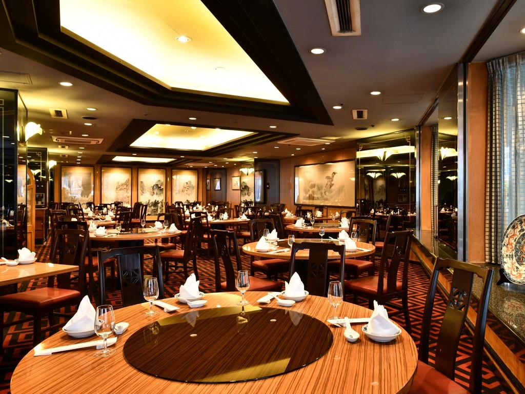 重慶飯店新館(23:00まで営業してますので、遅めのチェックインでもゆっくりとお食事いただけます)