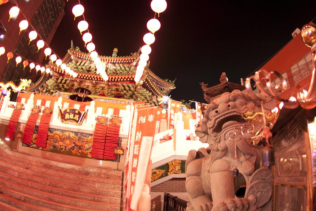 中華街に相応しいイルミネーション(春節燈花)で中華街全域がライトアップ
