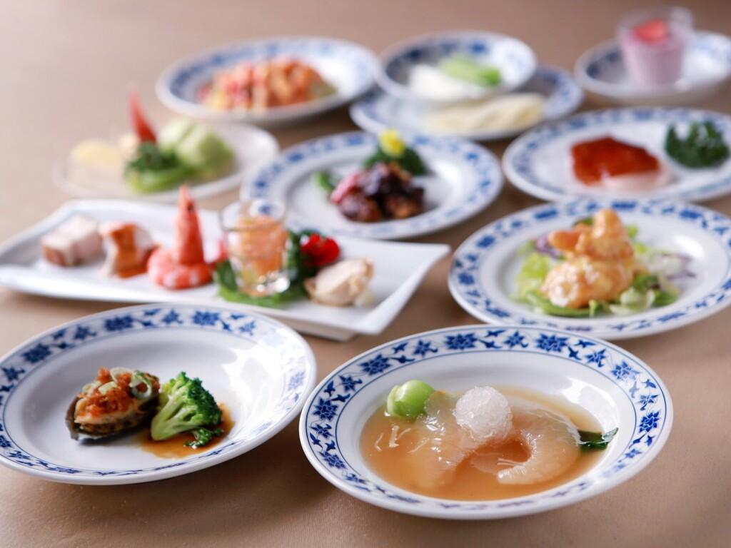 鮑、フカヒレ、つばめの巣等、一般的に中華料理で高級と称される食材を用いたメニューを含む全43品からチョイス!