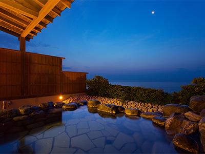 庭園月露天風呂客室からの眺め
